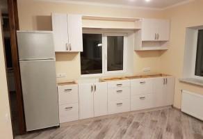 Кухня из дерева сосна в белой тонировке